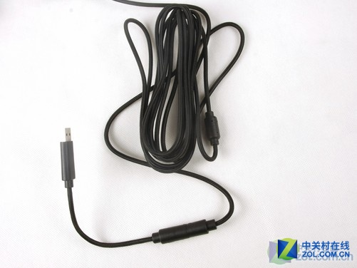 usb接口同游戏机相连接,手柄连接线采用尼龙材质制作,连接线直径4.